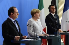 (L-R) French President Francois Hollande, German Chancellor Angela Merkel and Italy's Prime Minister Matteo Renzi address a press conference ahead of talks following the Brexit referendum at the chancellery in Berlin, on June 27, 2016. Britain's shock decision to leave the EU forces German Chancellor Angela Merkel into the spotlight to save the bloc, but true to her reputation for prudence, she said she would act neither hastily nor nastily. / AFP PHOTO / John MACDOUGALL