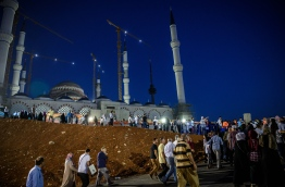 People arrive to pray at the new Camlica mosque in Istanbul on July 1, 2016. Istanbul's towering Camlica mosque received its first worshippers, as Turkey unveils the latest grand project emblematic of President Recep Tayyip Erdogan's big ambitions. Erdogan personally supervised the controversial construction of Turkey's biggest mosque -- designed to accommodate up to 60,000 worshippers and visible to all from its perch on a hill on Istanbul's Asian side. / AFP PHOTO / OZAN KOSE