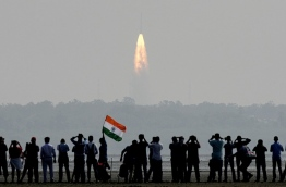 Indian onlookers watch the launch of the Indian Space Research Organisation (ISRO) Polar Satellite Launch Vehicle (PSLV-C37) at Sriharikota on Febuary 15, 2017. India successfully put a record 104 satellites from a single rocket into orbit on February 15 in the latest triumph for its famously frugal space agency. Scientists who were at the launch in the southern spaceport of Sriharikota burst into applause as the head of India's Space Research Organisation (ISRO) announced all the satellites had been ejected. / AFP PHOTO / ARUN SANKAR