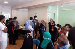 Patients wear surgical mask as they wait in IGMH's flu clinic during the swine flu outbreak in 2017. PHOTO/MIHAARU