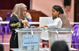 A woman casts her ballot at the Local Council Election 2017. FILE PHOTO: HUSSAIN WAHEED / MIHAARU