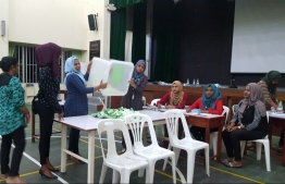 Ballot counting begins at a voting station during the Local Council Elections 2017. PHOTO/MIHAARU