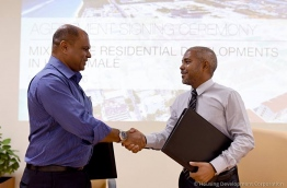 HDC Chairman Mohamed Saiman (R) with Damas' managing director Abdulla Solih. PHOTO/MIHAARU