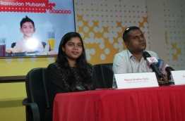 Ooredoo Maldives assistant manager Noora Ibrahim Zahir (L) speaking during a press conference. PHOTO/MIHAARU