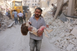EDITORS NOTE: Graphic content / A Syrian man carries the body of a child following a reported Syrian government forces bombing at the Tariq al-Bab neighbourhood in the rebel-held area of the northern city of Aleppo on June 20, 2016. The Syrian war has killed more than 280,000 people./ AFP PHOTO / THAER MOHAMMED