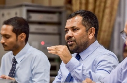 Tourism Minister Moosa Zameer (2nd L) gestures as he speaks at the parliamentary economic affairs committee on Thursday. MIHAARU PHOTO/NISHAN ALI