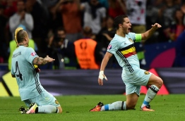 Belgium's forward Eden Hazard (R) celebrates after scoring his team's third goal during the Euro 2016 round of 16 football match between Hungary and Belgium at the Stadium Municipal in Toulouse on June 26, 2016. / AFP PHOTO / Attila KISBENEDEK