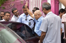 Former president Gayoom waves as he leaves the PPM office after a meeting last week. MIHAARU PHOTO/MOHAMED SHARUHAAN