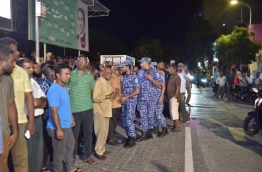 Police controlling protesters during the opposition alliance rally on Thursday. MIHAARU PHOTO/MOHAMED SHARUHAAN