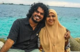 A smiling Rilwan with his mother. PHOTO/FINDMOYAMEEHAA.COM