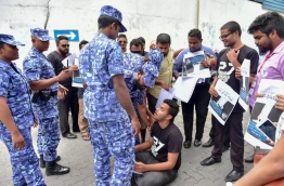 Local journalists protest outside the parliament as lawmakers passed the contentious defamation bill on Tuesday. MIHAARU PHOTO/MOHAMED SHARUHAAN