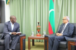 Commonwealth envoy Willy Mutunga (L) with Maldives foreign minister Dr Mohamed Asim. PHOTO/FOREIGN MINISTRY