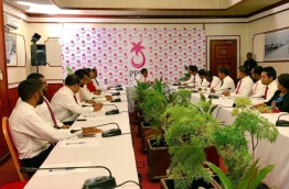 President Yameen chairs PPM council sit-down of his faction late Sunday. MIHAARU PHOTO/MOHAMED SHARUHAAN
