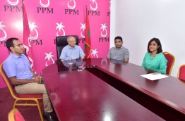 Former president Gayoom (2nd L) pictured with with his daughter and former foreign minister Dhunya Maumoon (R), former youth minister Mohamed Maleeh Jamal (L) and former minister at the president's office Abdulla Ameen during a meeting on Wednesday. MIHAARU PHOTO/MOHAMED SHARUHAAN