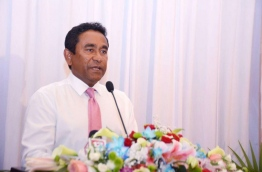 President Yameen speaks during a ceremony held to mark the defection of government aligned Jumhoory Party (JP) lawmaker Ilham Ahmed to PPM on Thursday. MIHAARU PHOTO/AMINATH SHIFLEEN