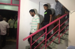 Police raiding PPM leader's office of H.Themaa. PHOTO: MOHAMED YAMEEN/MIHAARU