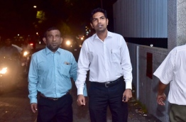 Mohamed Shifaz (R), deputy leader of main opposition Maldivian Democratic Party (MDP), arrives with his lawyer at police headquarters. PHOTO: NISHAN ALI/MIHAARU
