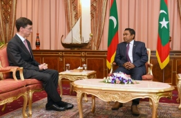 President Yameen (R) meets with James Dauris, the British Ambassador to the Maldives. PHOTO/PRESIDENT'S OFFICE