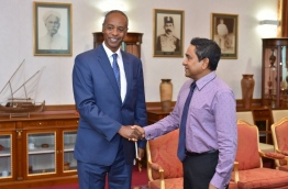President Yameen (R) meets with Tamrat Samuel, senior advisor to the UN department of political affairs. PHOTO/PRESIDENT'S OFFICE