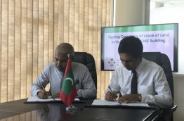 Economic Minister Mohamed Saeed (R) and HDC Managing Director Mohamed Saiman sign lease of land agreement for SME building development in Hulhumale industrial zone. PHOTO: ABDULLA JAMEEL/MIHAARU