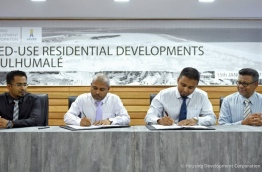 HDC's MD Mohamed Saiman (L-2) and Jausa's MD Ahmed Jahdhan (R-2) sign agreement awarding development of 73 housing units in Hulhumale to Jausa. PHOTO/HDC