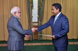 President Yameen (R) appoints Sheikh Mohamed Rasheed Ibrahim as the president of the Supreme Council for Islamic Affairs. PHOTO/PRESIDENT'S OFFICE
