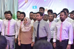 President Yameen (R-2) and First Lady Fathimath (L-2) pose with the newly joined Councillors of PPM. PHOTO: NISHAN ALI/MIHAARU