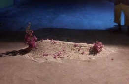 """The """"grave"""" made by MDP supports on a road in A.A. Ukulhas over an MDP activist signing to ruling PPM."""