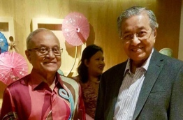 Former President Maumoon (L) poses for photo with former Malaysian Prime Minister Mahathir Mohamad. PHOTO/OFFICE OF THE FORMER PRESIDENT MAUMOON