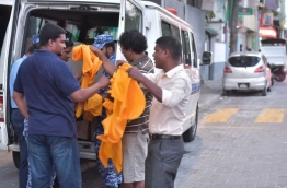 Police seize yellow cloth rolls from MDP Headquarters. PHOTO: Hussain Waheed/Mihaaru