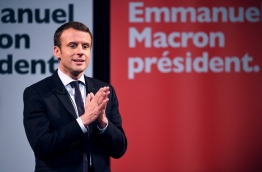 "French presidential election candidate for the En Marche movement Emmanuel Macron gestures as speaks during an event organised by the collective ""Elles Marchent"" (They Walk in feminine in French), during International Women's Day on March 8, 2017, in Paris. / AFP PHOTO / Eric FEFERBERG"