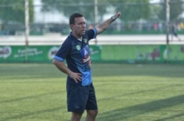 Coach Marjan Sekulovski during a Maziya practice session. PHOTO: NISHAN ALI/MIHAARU