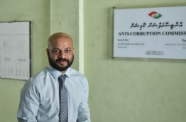 MP Faris Maumoon in front of the Anti-Corruption Commission. PHOTO: HUSSAIN WAHEED/MIHAARU