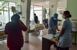 Nurses at work in the flu clinic opened in IGMH. PHOTO: HUSSAIN WAHEED/MIHAARU