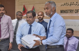 Housing Minister Mohamed Muizzu (R) and MRDC Managing Director Ahmed Nimal sign agreement awarding jetty development of six islands to MRDC. PHOTO: HUSSAIN WAHEED/MIHAARU