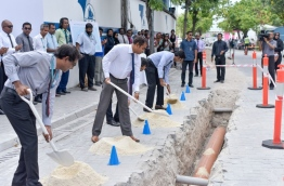 MWSC's Managing Director Ibrahim Fazul (L), Environment Minister Thoriq Ibrahim (L-2) and Tourism Minister Moosa Zameer (L-3) inaugurate the project to upgrade the sewerage system of capital Male. PHOTO: NISHAN ALI/MIHAARU