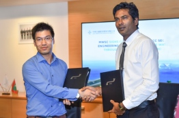 MWSC's Managing Director Fazul Rasheed and CCCC Second Harbour Engineering's Deputy Project Manager Huang Long sign agreement to award designing of the Male-Hulhule water pipe network to CCCC. PHOTO: HUSSAIN WAHEED/MIHAARU