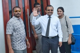 Lawmaker Riyaz pictured in front of the Criminal Court. PHOTO:Hussain Waheed/Mihaaru