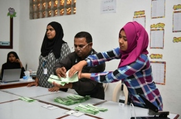 EC officials count votes at a polling station of the Local Council Elections 2017. PHOTO: HUSSAIN WAHEED/MIHAARU