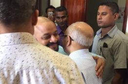 Former President Maumoon (R) greets his son, Dhiggaru MP Faris, at the Criminal Court. PHOTO/SOCIAL MEDIA