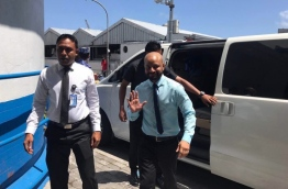 Dhiggaru MP Faris Maumoon escorted to the Criminal Court for his preliminary hearing over the misuse of PPM's flag and logo.