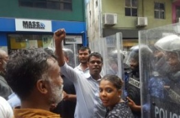 Police officers in riot gear and shields hold off crowds of people gathered over the parliament lockup. PHOTO/MIHAARU