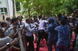 Police officers obstruct lawmakers from entering parliament grounds. PHOTO/MIHAARU