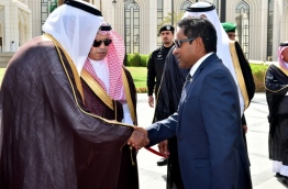 President Yameen shakes hands with King Salman in Saudi Arabia
