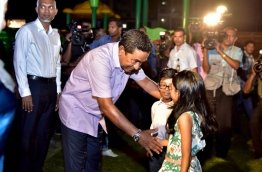 "President Yameen shaking hands with the children who attended the opening of ""Rasrani Bageecha"" on August 21, 2017. PHOTO / MIHAARU"