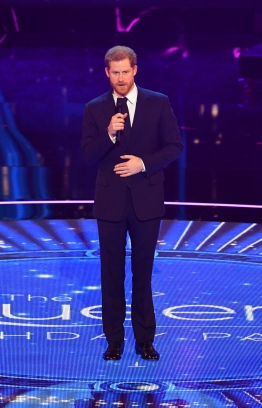 Britain's Prince Harry take the stage at The Queen's Birthday Party concert at the Royal Albert Hall in London on April 21, 2018 on the occassion of Britain's Queen Elizabeth II's 92nd birthday. / AFP PHOTO / POOL / John Stillwell