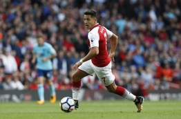 Arsenal's Chilean striker Alexis Sanchez runs with the ball during the English Premier League football match between Arsenal and Bournemouth at the Emirates Stadium in London on September 9, 2017. / AFP PHOTO / Ian KINGTON / RESTRICTED TO EDITORIAL USE. No use with unauthorized audio, video, data, fixture lists, club/league logos or 'live' services. Online in-match use limited to 75 images, no video emulation. No use in betting, games or single club/league/player publications. /