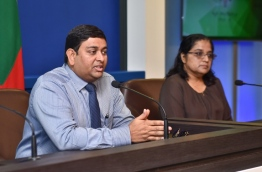 Minister of Fisheries Dr Mohamed Shainee (L) and President's Office Legal Affairs Minister Azima Shukoor (R) at a press conference held at the President's Office on September 12, 2017. MIHAARU PHOTO / HUSSAIN
