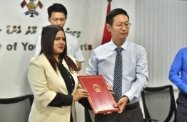 Chinese Ambassador Zhang Lizhong presents cheque on behalf of Chinese government Sports Minister Iruthisham Adam: the aid will be used to procure equipment for sports associations and centres. PHOTO: HUSSAIN WAHEED/MIHAARU