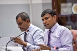 Vilufushi MP Riyaz Rasheed (R) pictured during a parliamentary committee meeting. MIHAARU FILE PHOTO/NISHAN ALI